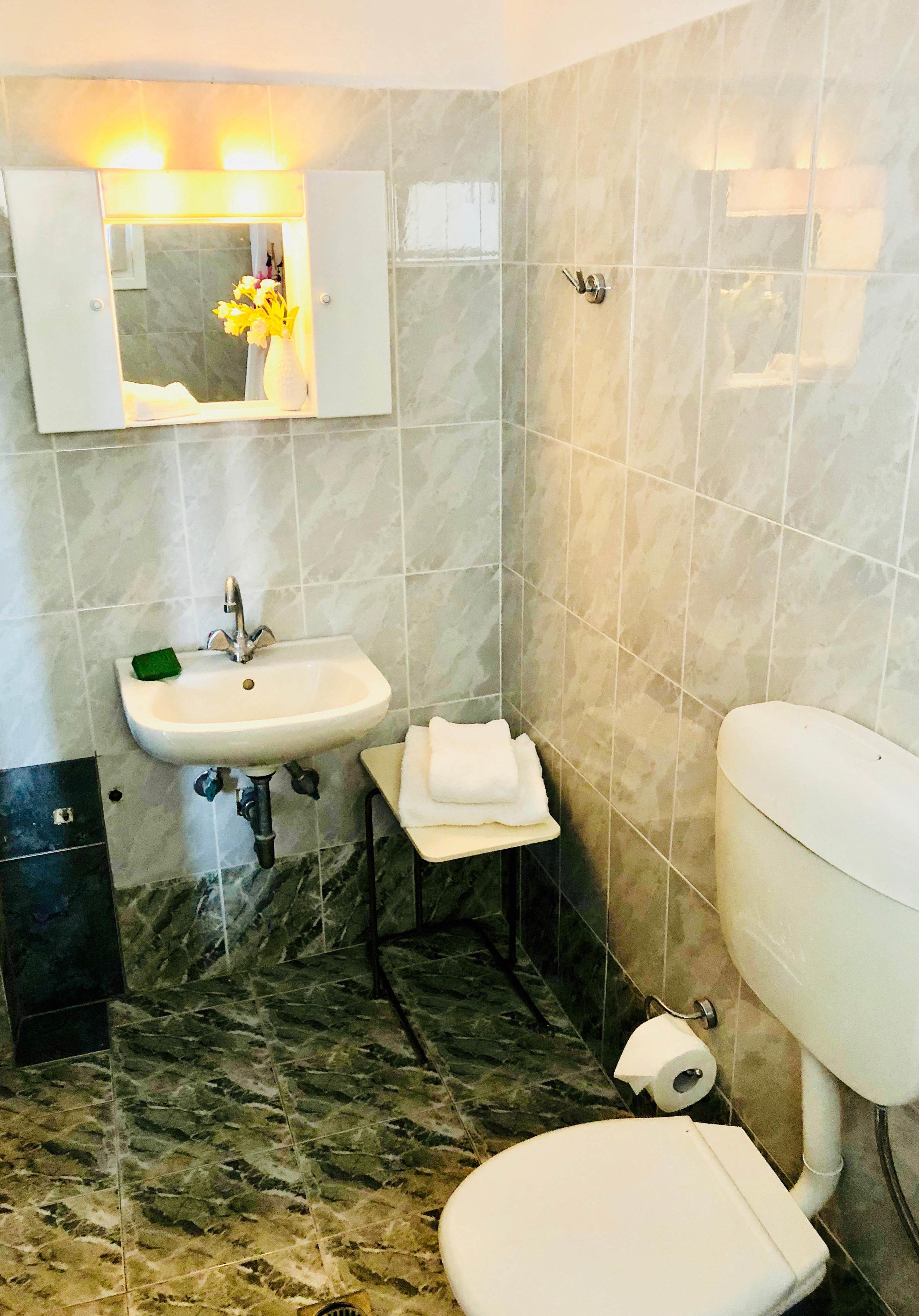 Private en suite bathroom.