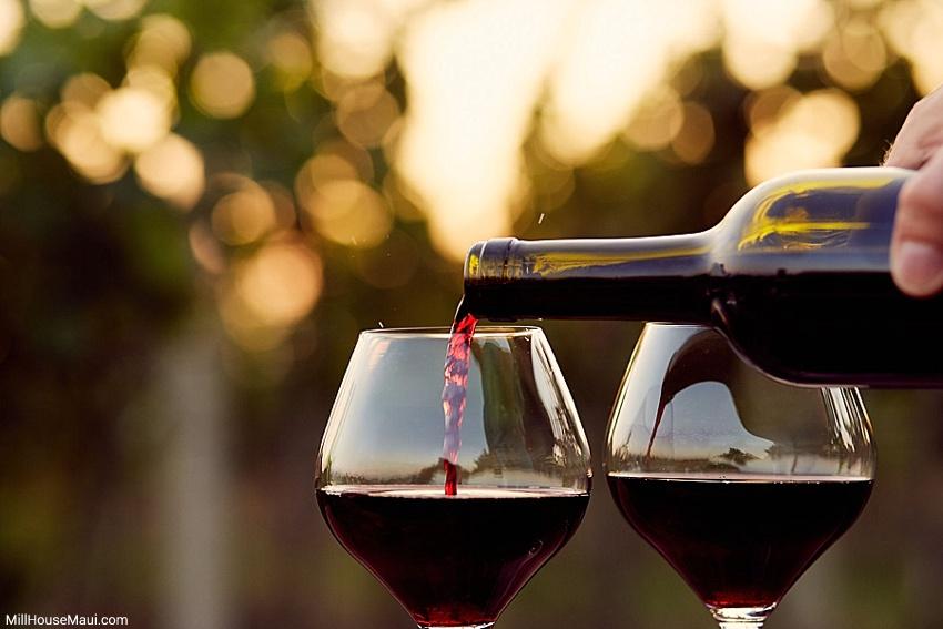 wine happy hour maui