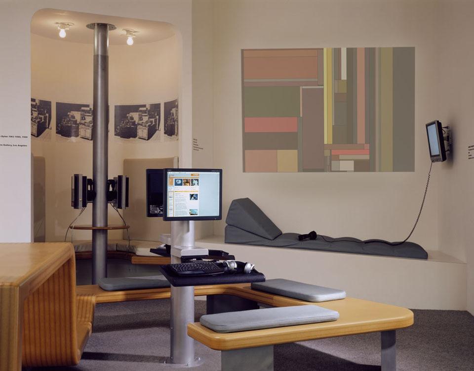 1 orange lounge.jpg