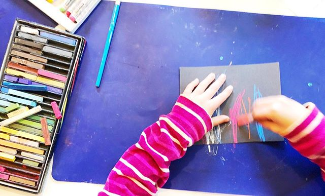 Sometimes, you just gotta mix things up. ⚡️⚡️⚡️ . . How? Try using a new art material, or use an old art material in a new way, or simply changing the color of your paper may just do the trick. ⚡️⚡️⚡️ . . We tried playing with chalk pastels, dry paint brushes, and black paper during our after school art sessions this week and it sparked such interest in the kids that they couldn't stop exploring. ⚡️⚡️⚡️ . . This is why I LOVE process art and a good  #invitationtocreate , set the stage, give some guidance, add a little prompting along the way, and BAM! You've got reluctant kids making art like there's no tomorrow...or until you run out of black paper...😂 . . How have you been mixing things up lately with your kids?