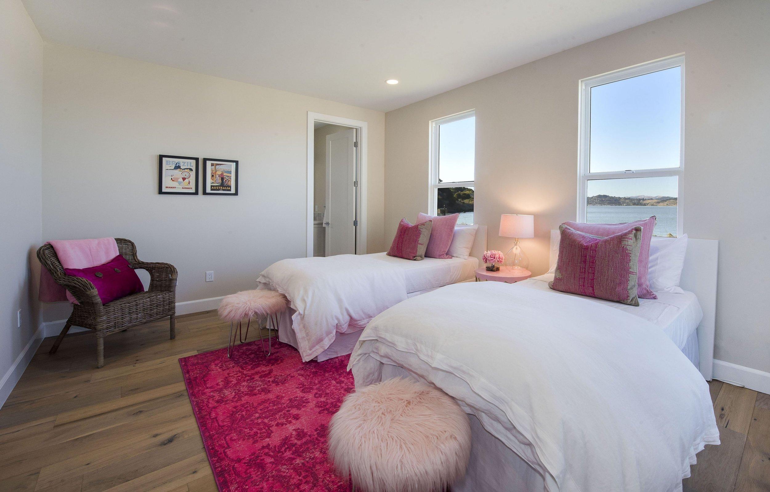 Bedroom_DSC_9393.jpg