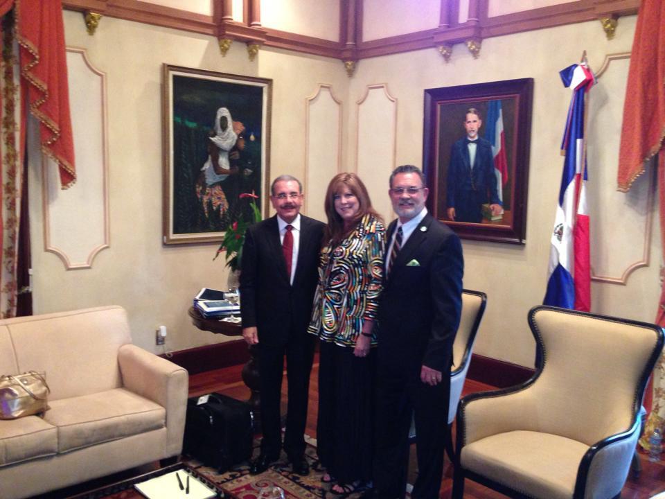 Kurt and Debi Holthus with current Presidente' Danilo Madina