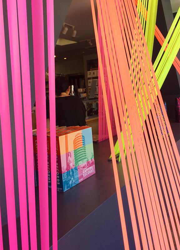 windowdisplays-laphil-creative-museumstore02.jpg