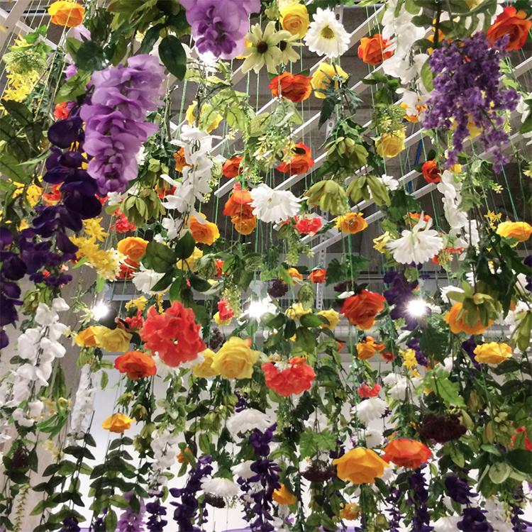 installation-hanging-flower-display-losangeles-detail02_SQ.jpg