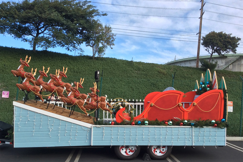 fabrication-holiday-santa-float-manhattanbeach-2017-save-day002.jpg