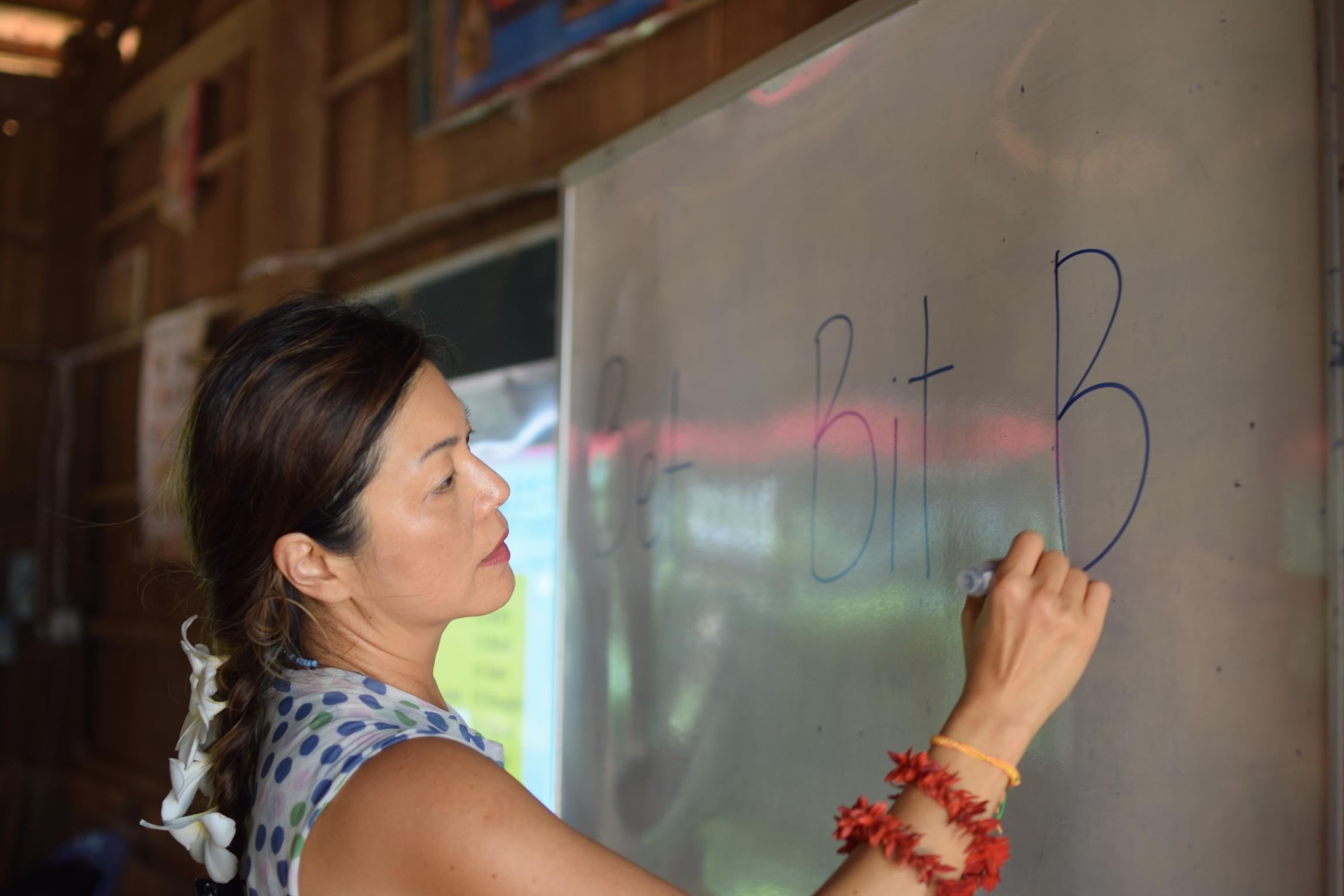 A TASSEL volunteer teaching at the Banan School.