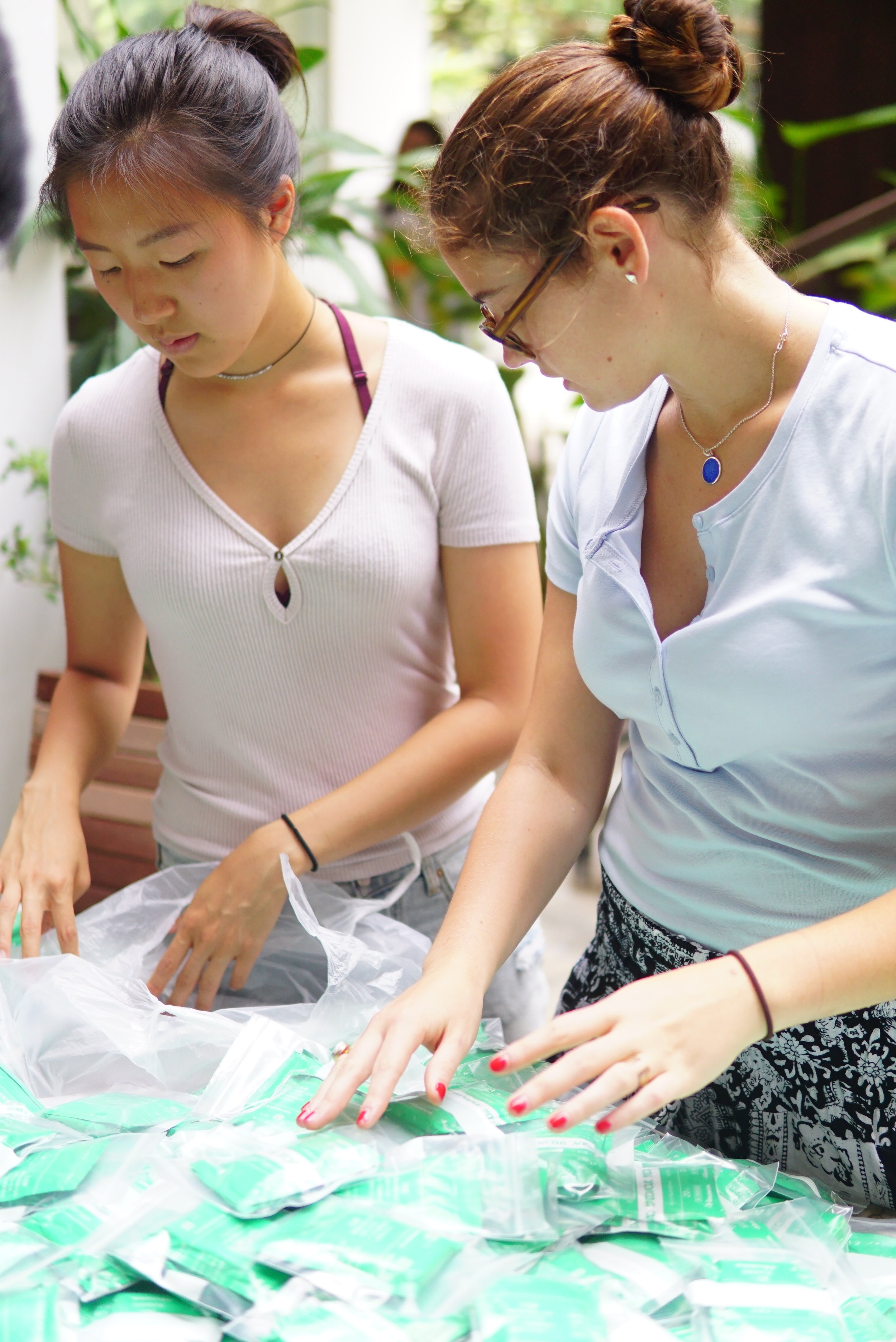 Audrey (left) and Alessandra (right) organizing medicine to be distributed to members of the TASSEL community, 2016.
