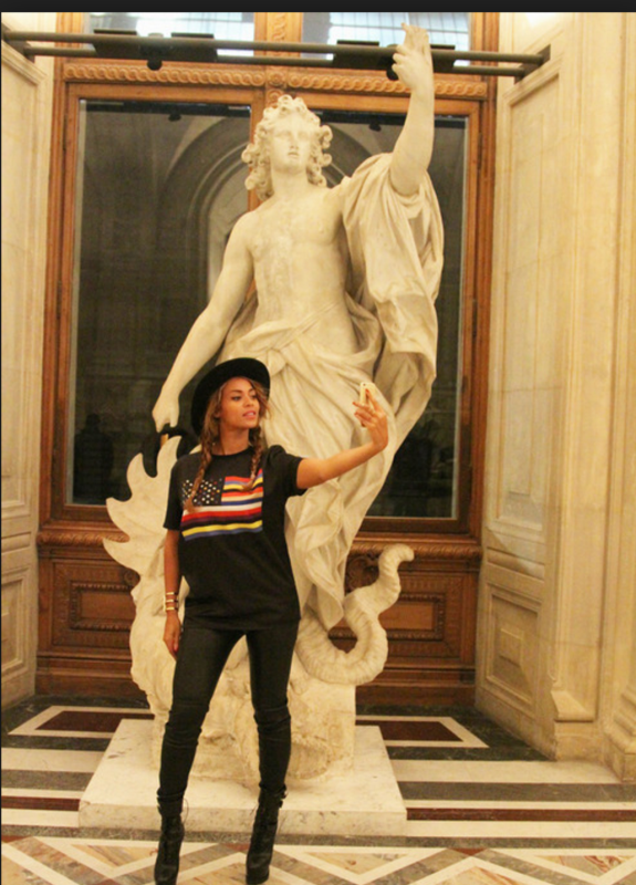 Beyoncé Knowles with  Apollo killing the Python snake  at the Louvre .