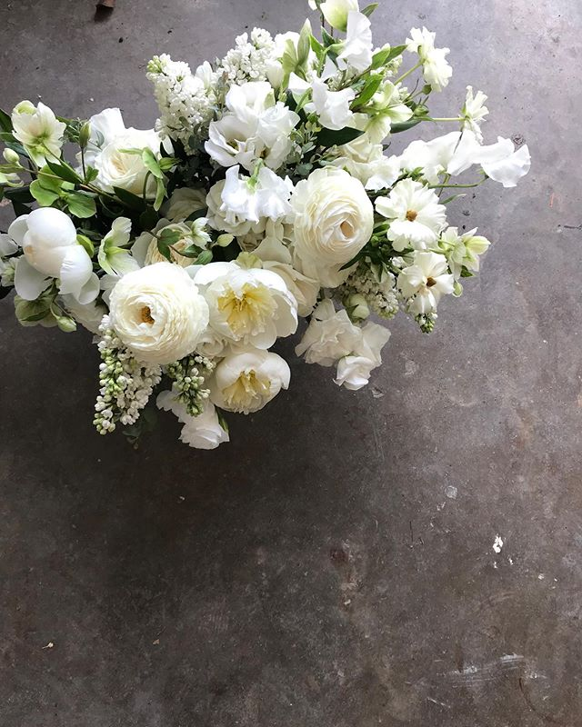 Rise and shine! It's going to be a great week! ✨✨✨ #weddingweekend #weddingflowers