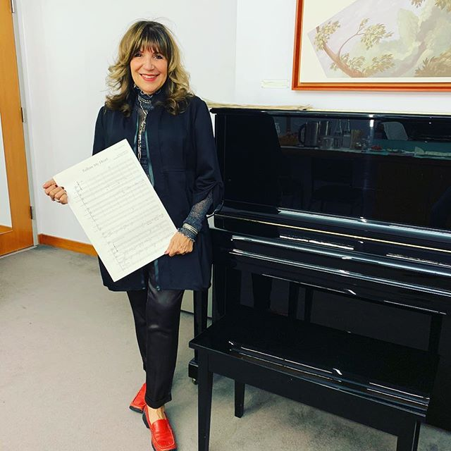 "Backstage dressing room at Fisney concert hall getting ready for the performance of my piece ""Folliw My Heart"". #concert #waltdisneyconcerthall #ironandwine #music #symphony"
