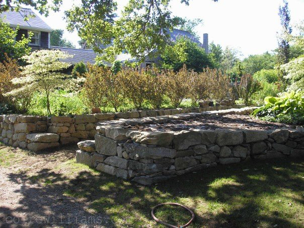 drystone retaining wall (right) and inset corners _2006_www_coirewilliams_com.jpg