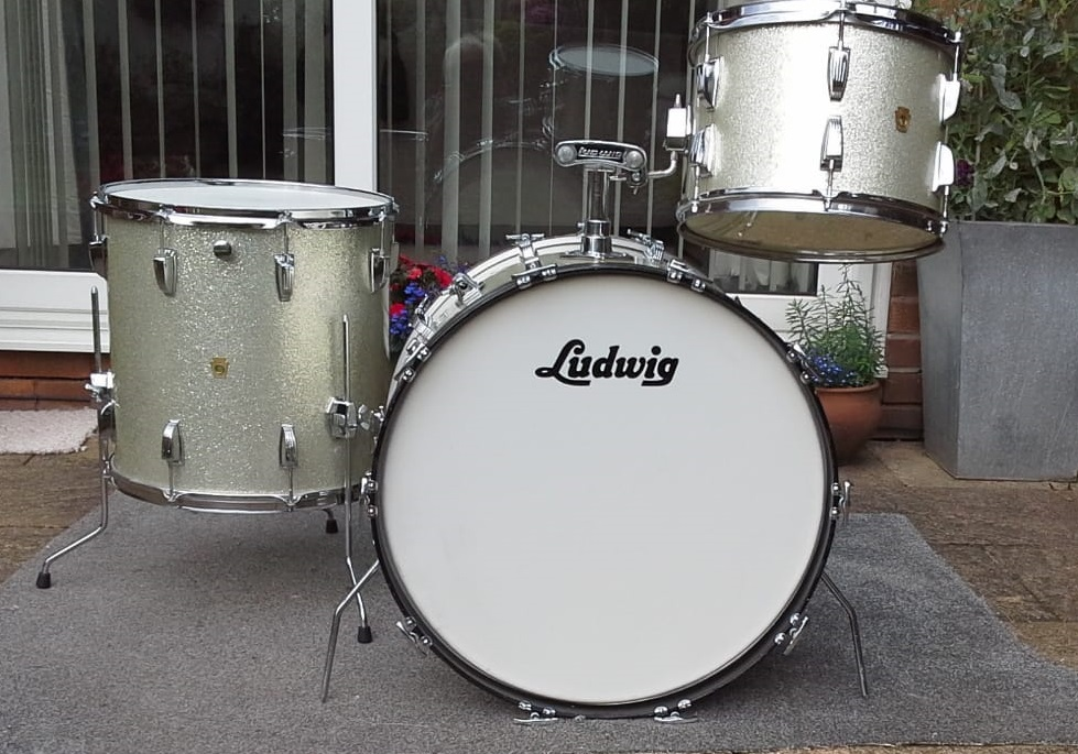 - 1961 Silver Sparkle Ludwig Super Classic.