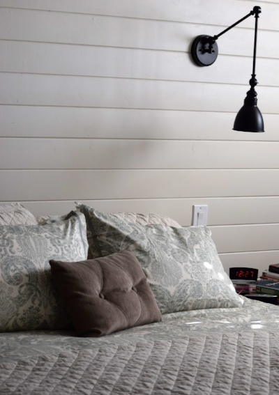 The shiplap is up on the back wall, and it really adds great texture to the design.