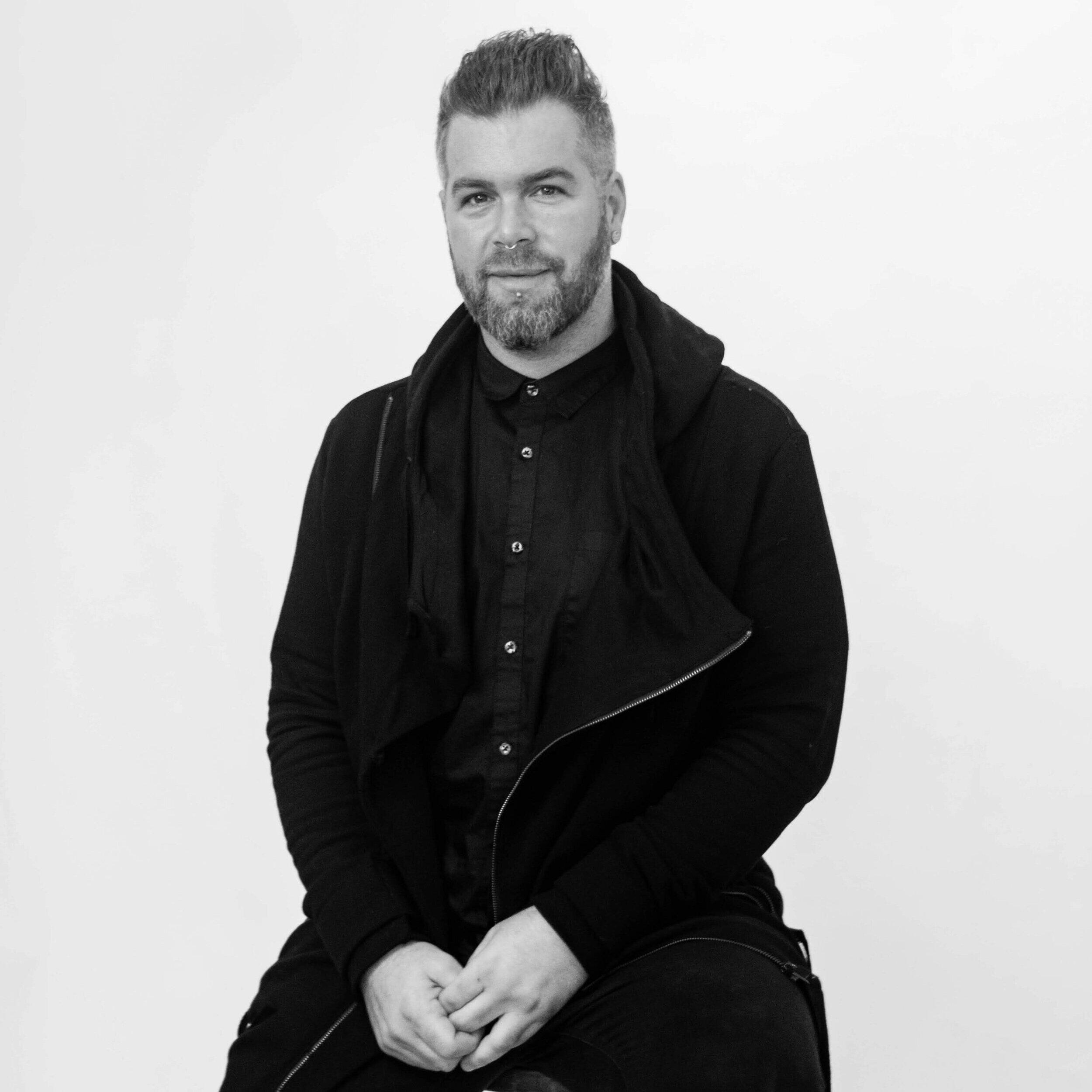 Nail Technician & Massage Therapist Markus - Saint Paul
