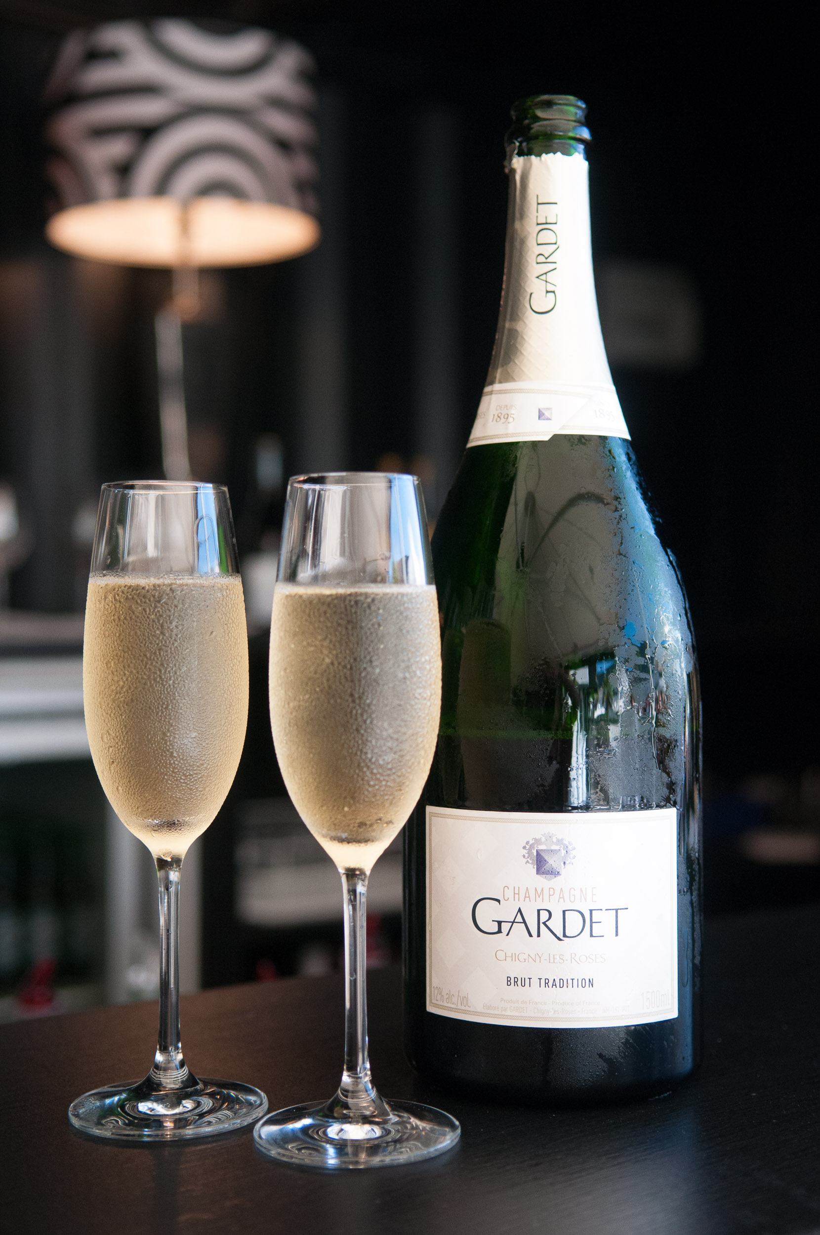 Wedding-details-champagne.jpg
