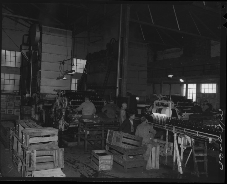 Washing Bottles at Emu Brewery, 1952