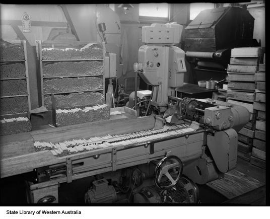 Cigarette conveyor belt, 1951