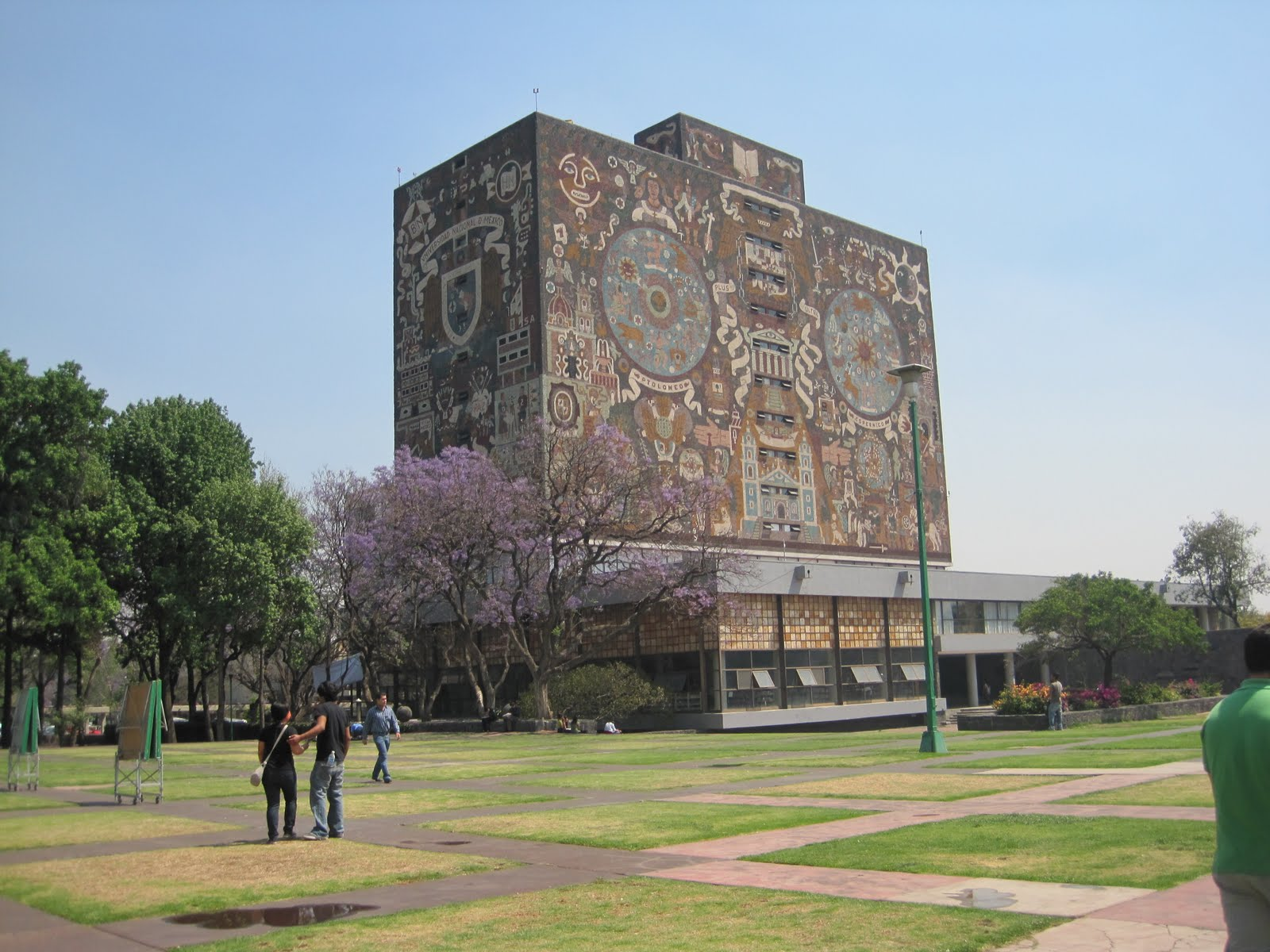 UNAM Biblioteca.JPG