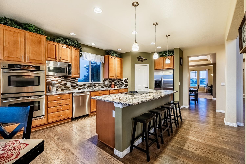 2407 Elkhorn Ranch St Parker-large-018-059-Kitchen-1500x1000-72dpi.jpg
