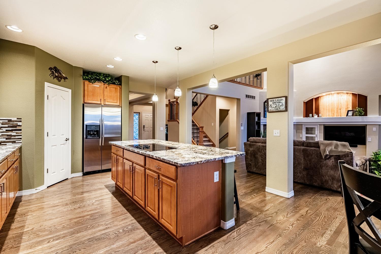 2407 Elkhorn Ranch St Parker-large-022-053-Kitchen-1500x1000-72dpi.jpg