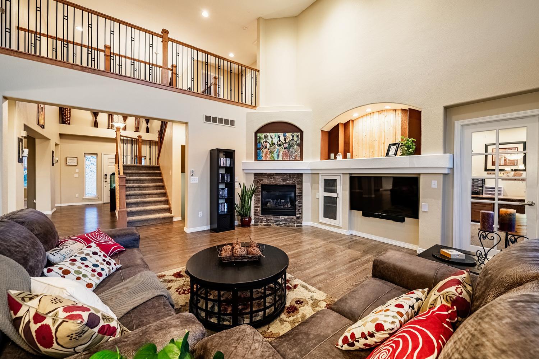 2407 Elkhorn Ranch St Parker-large-027-040-Family Room-1500x1000-72dpi.jpg