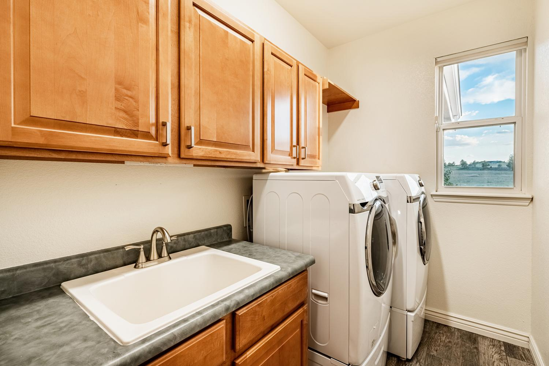 2407 Elkhorn Ranch St Parker-large-030-024-Laundry Room-1500x1000-72dpi.jpg