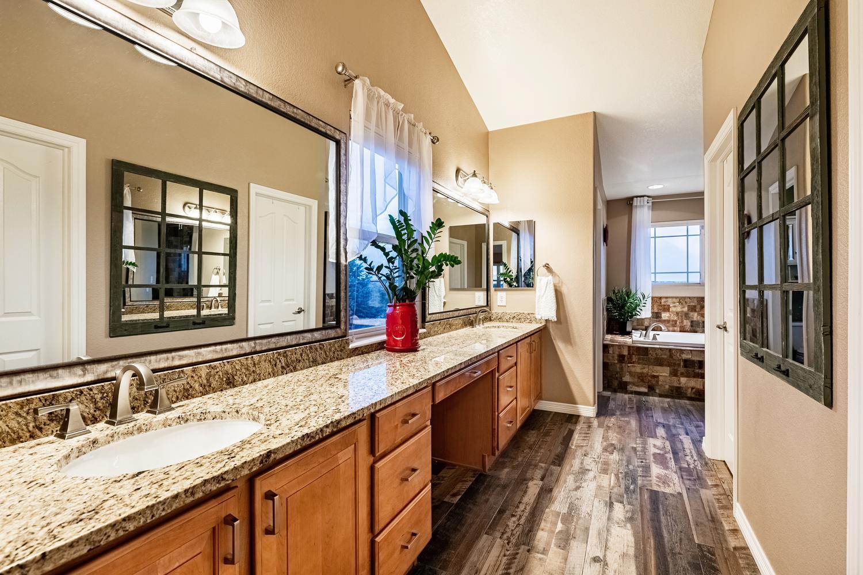 2407 Elkhorn Ranch St Parker-large-035-017-2nd Floor Master Bathroom-1500x1000-72dpi.jpg