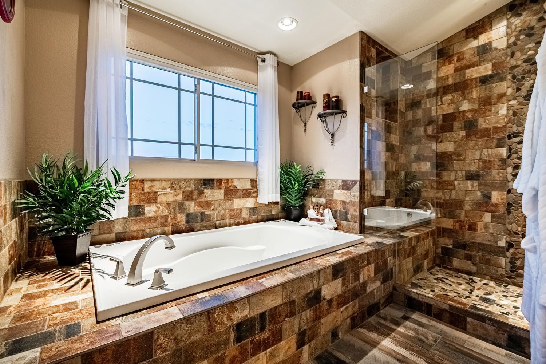 2407 Elkhorn Ranch St Parker-large-037-037-2nd Floor Master Bathroom-1500x1000-72dpi.jpg