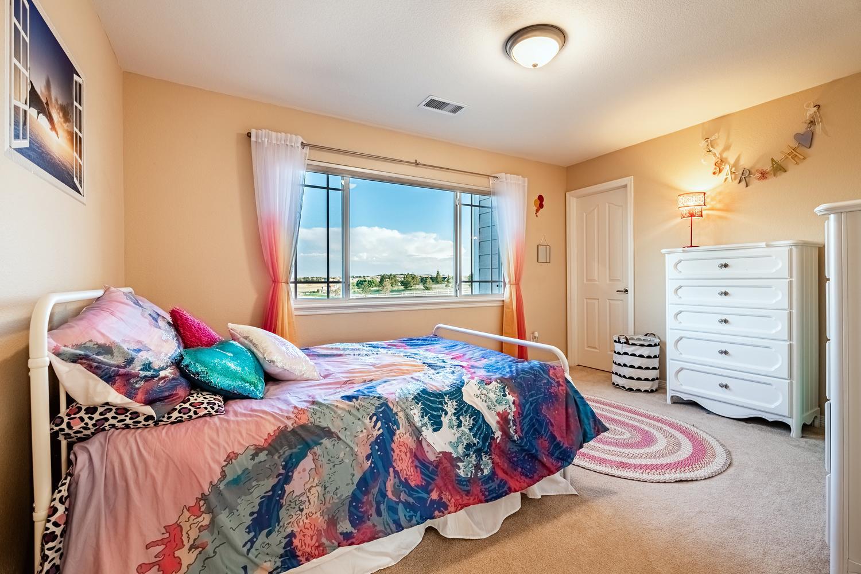 2407 Elkhorn Ranch St Parker-large-041-016-2nd Floor Bedroom-1500x1000-72dpi.jpg