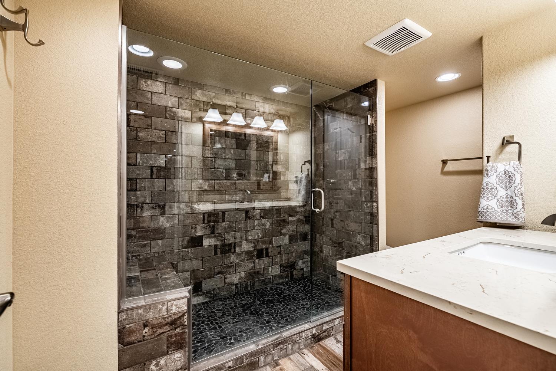 2407 Elkhorn Ranch St Parker-large-050-026-Lower Level Bathroom-1500x1000-72dpi.jpg