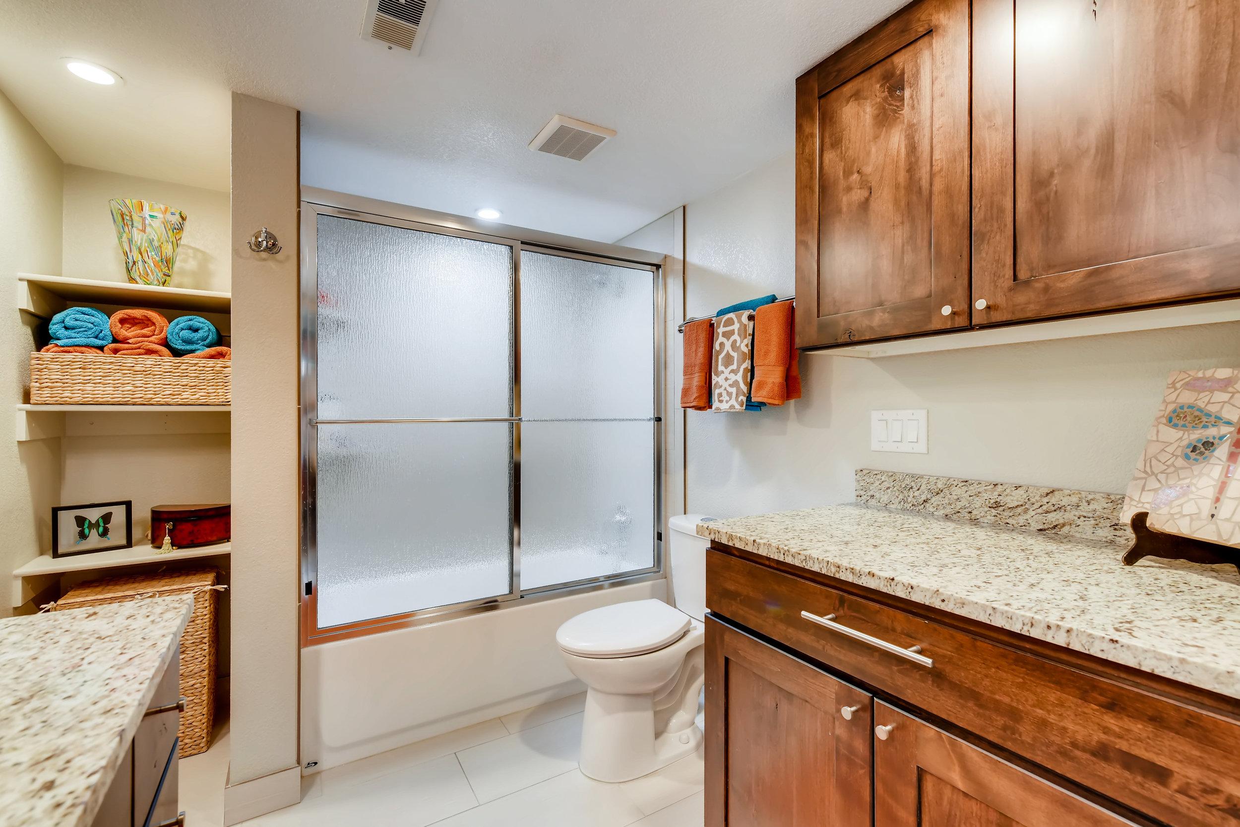 2525 S Deyton Way Unit 1107-print-022-005-Master Bathroom-3600x2400-300dpi.jpg