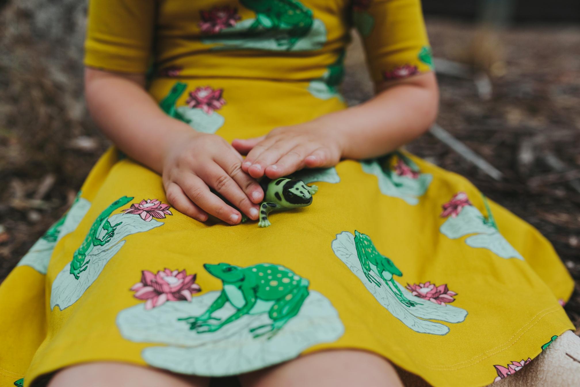kids-commercial-frog-dress-photographer-siida-tasmania.jpg