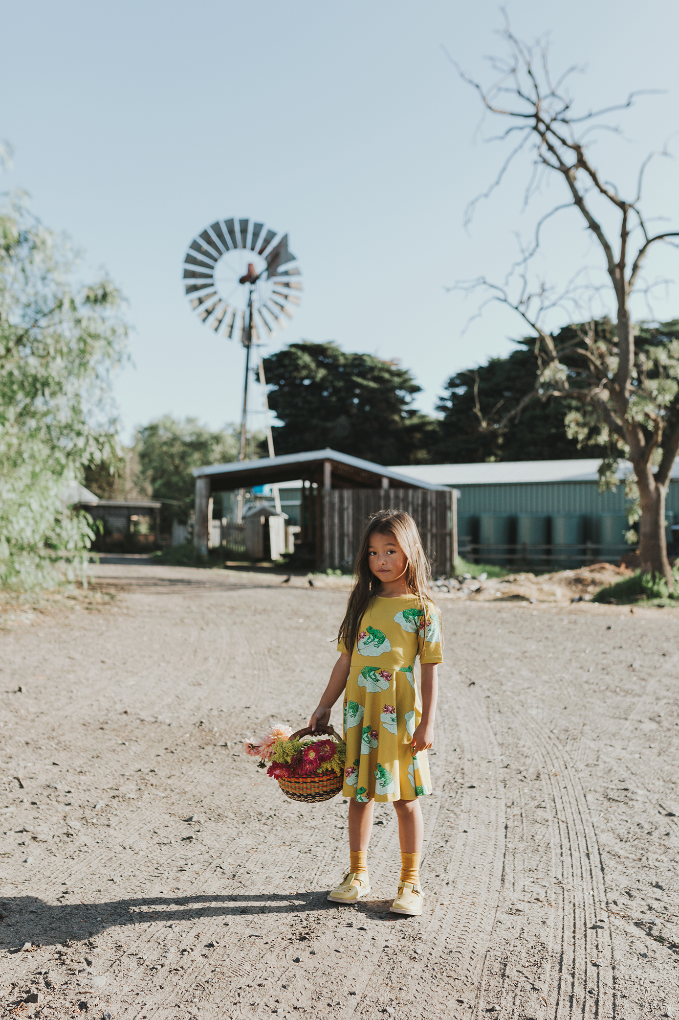 girl-basket-flowers-commercial-photographer-siida-tasmania.jpg