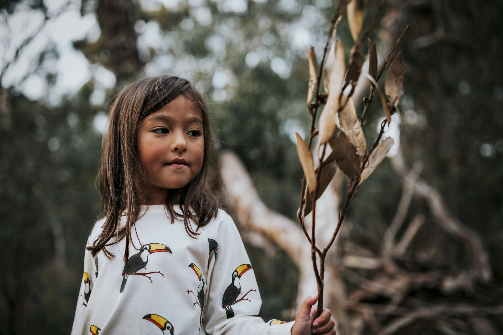 girl-branch-toucan-sweater-commercial-photographer-siida.jpg