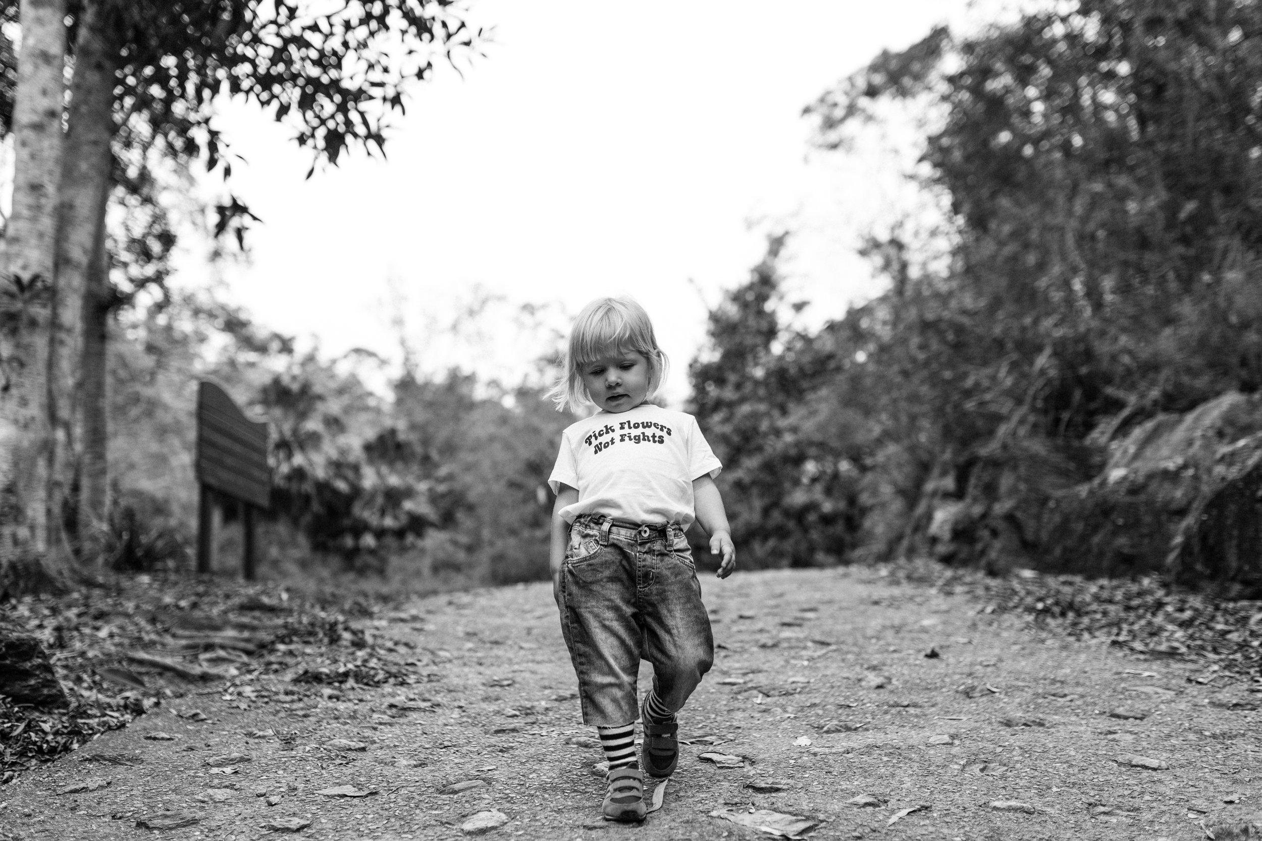 girl-walking-photography-siida-tasmania-bee-and-fox.jpg