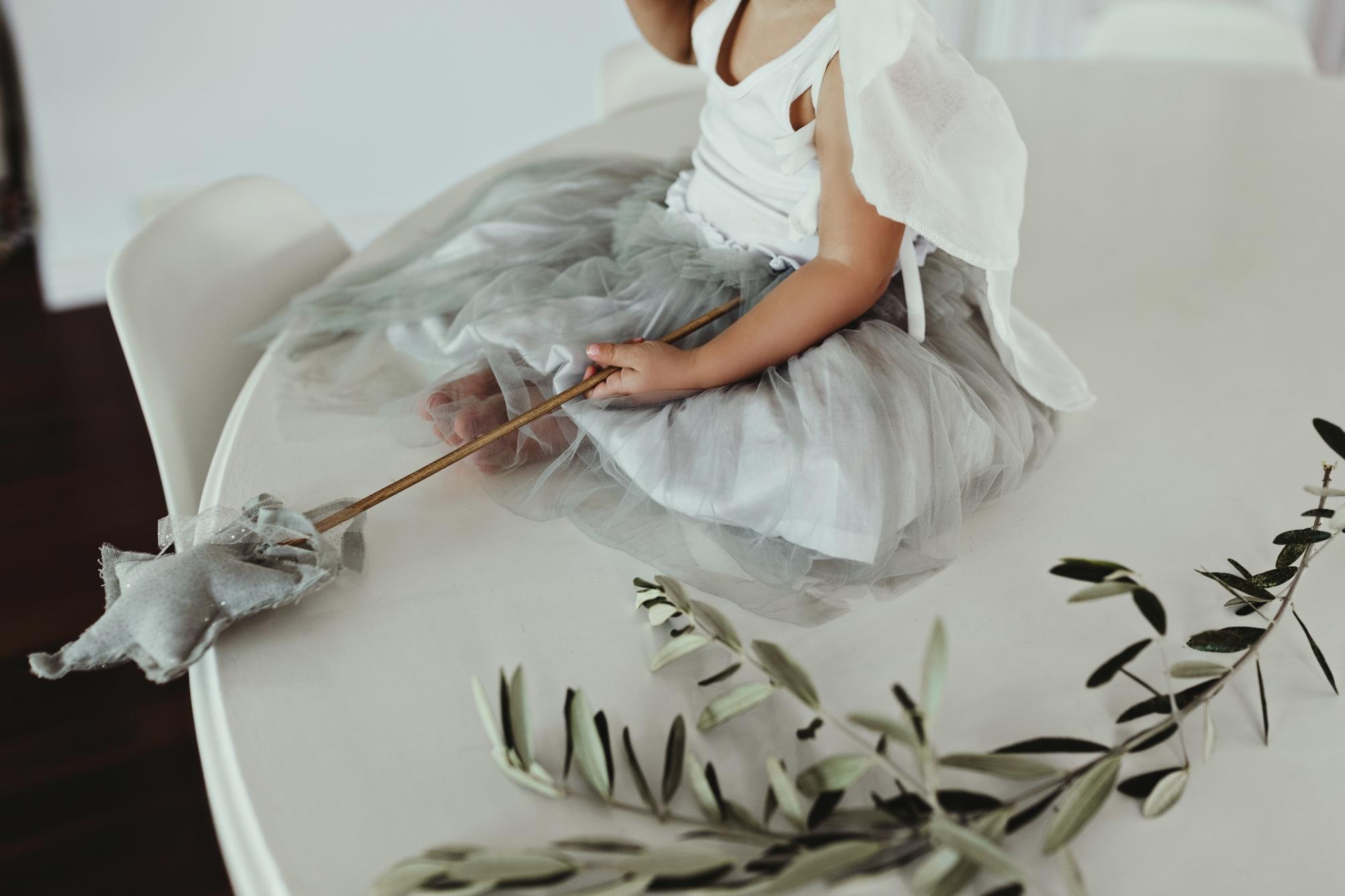 girl-angel-olive-leaf-commercial-photographer-siida-australia.jpg