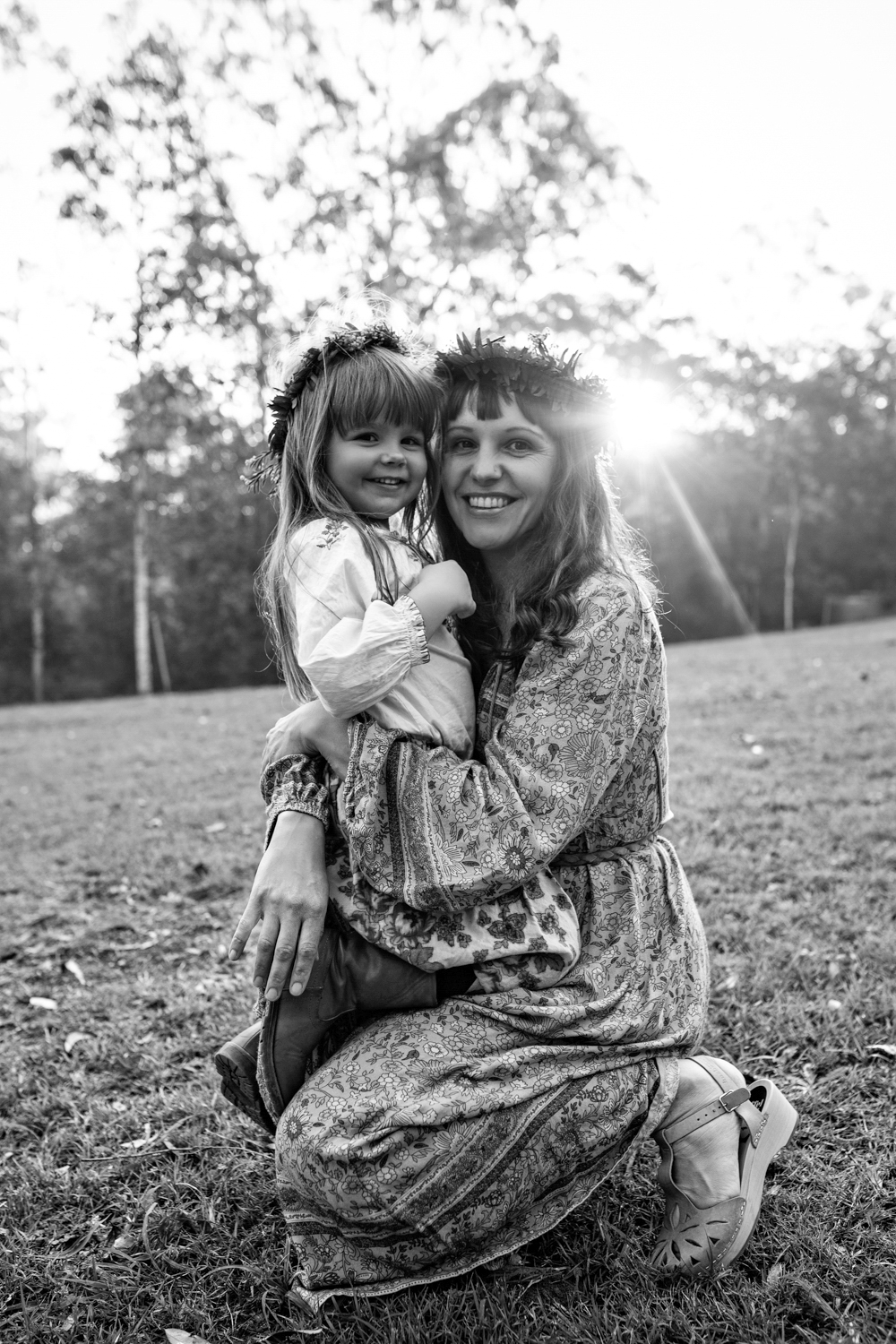 Mother and daughter hug during sunset photo session with siida photography.