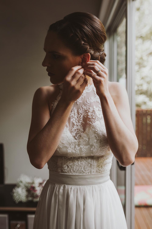 bride-ready-earrings-photographer-siida-photography-hobart.jpg