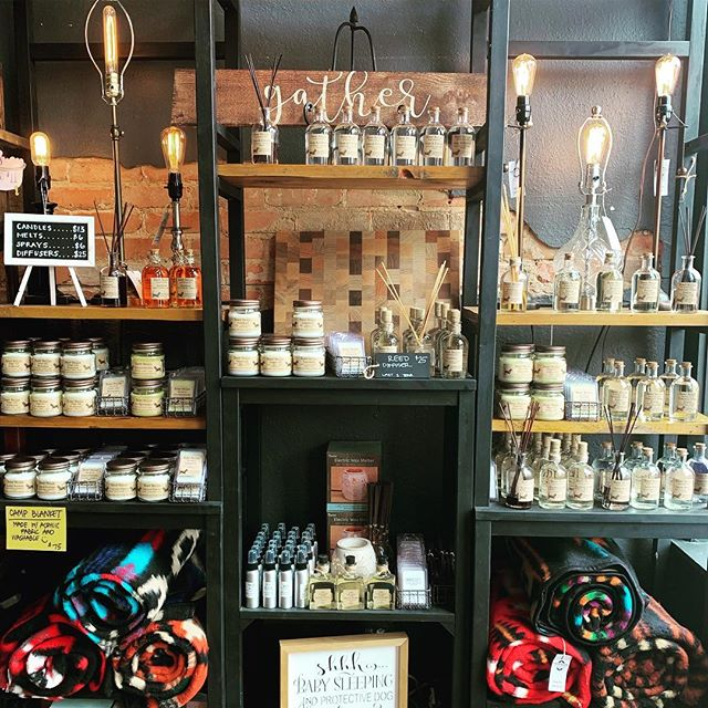 We are fully restocked with all your favorite scents!! Yes, our leather & teakwood diffusers are in too!! Hurry before we sell out again 🤪 We are open til 3pm come make your home sell good for theSUPERBOWL tonight 🏈 . . . #candles #diffuser #waxmelt #plano #downtownplano #handmade #madewithlove #smellgood #cheerstoyou #happyhome #giftsforher #valentines #giftsforhim