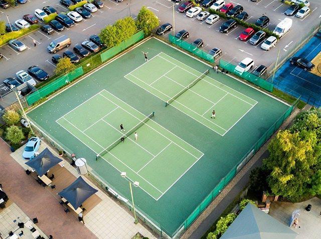 Sunday sesh... Wimbledon fever..⠀ ⠀ #well #played #london #sports #booksportonline #fevertree