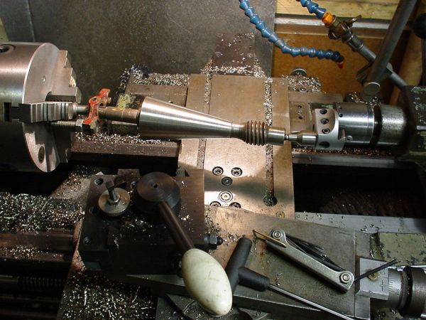 Et borestangshode blir brukt som pinolforskyver