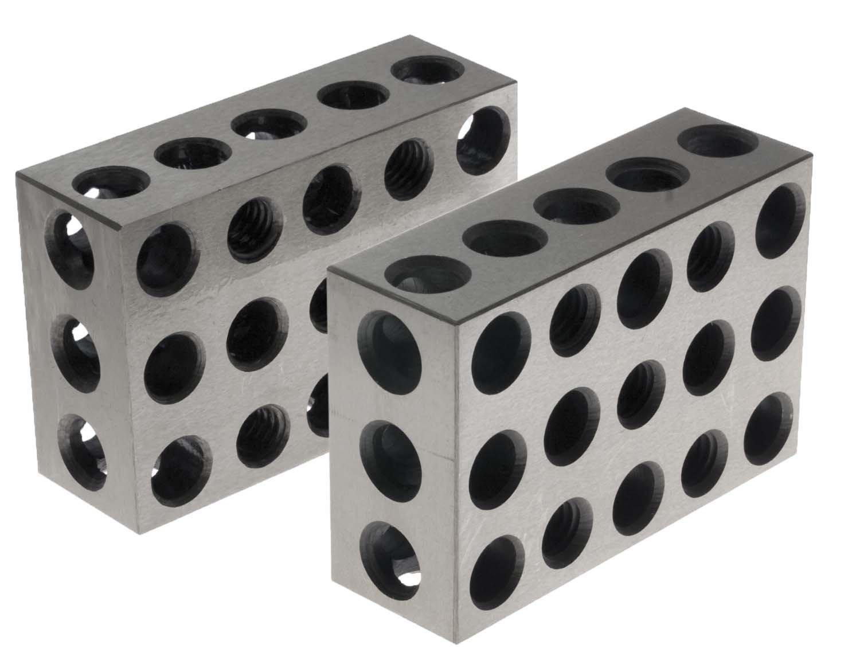 23-hulls 123-blokk. 3 sider har til sammen 23 hull. Noen er gjenget for å tillate sammenføyning.