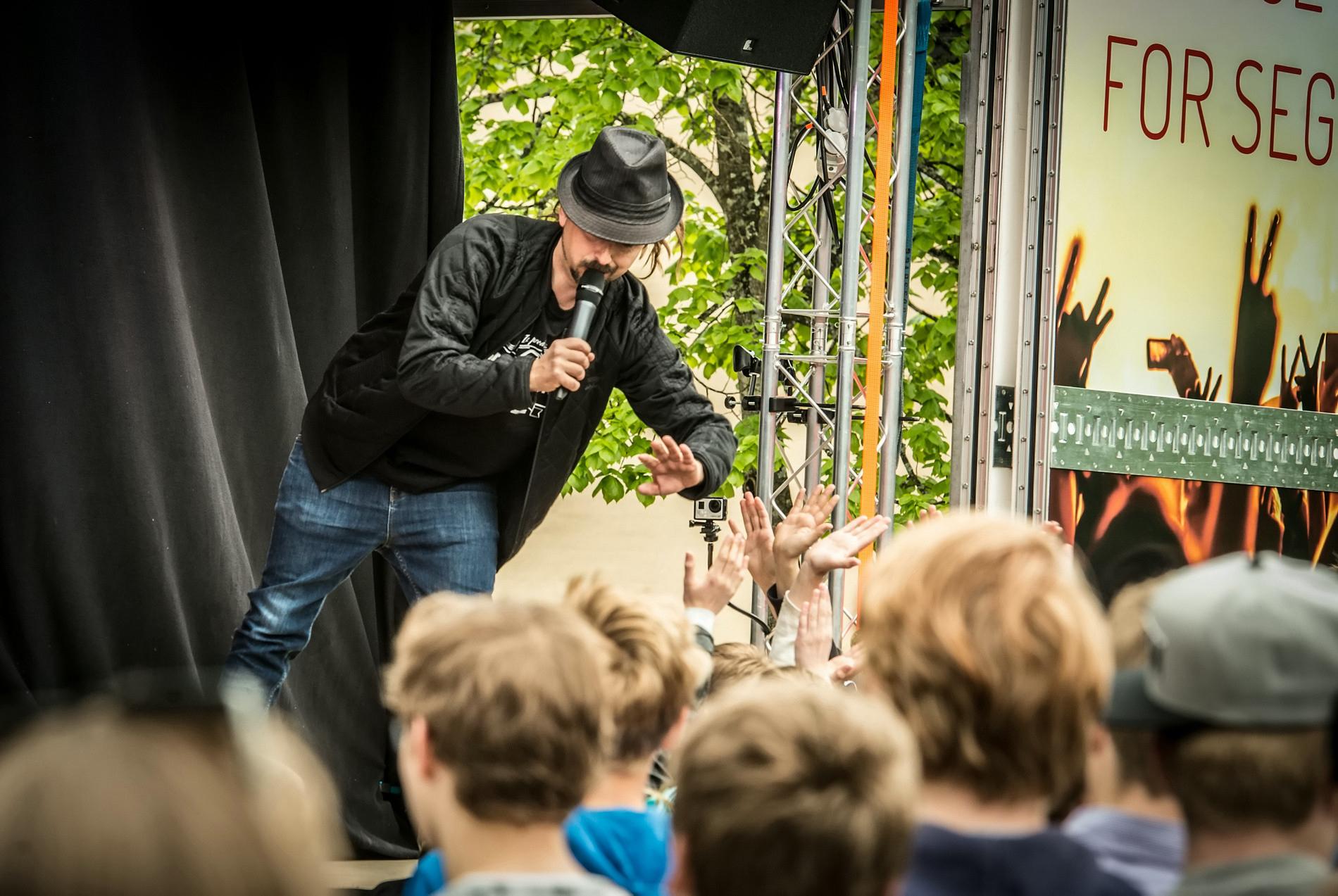 Don Martin turnerte Akershus med lastebil og skolekonserter