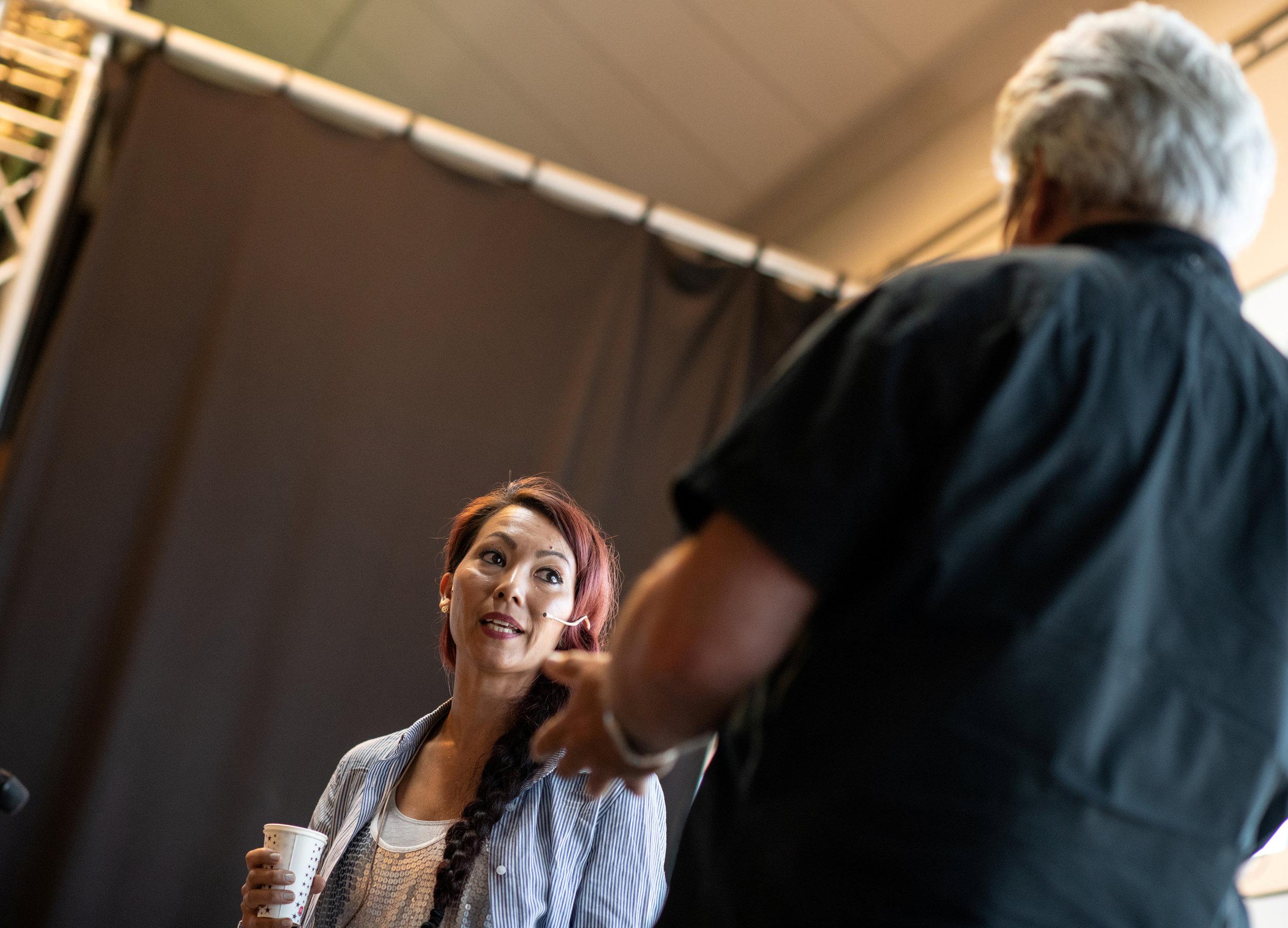 Belinda Braza var invitert for å snakke om erfaringer fra møter med elever gjennom sine forestillinger og workshops i DKS.