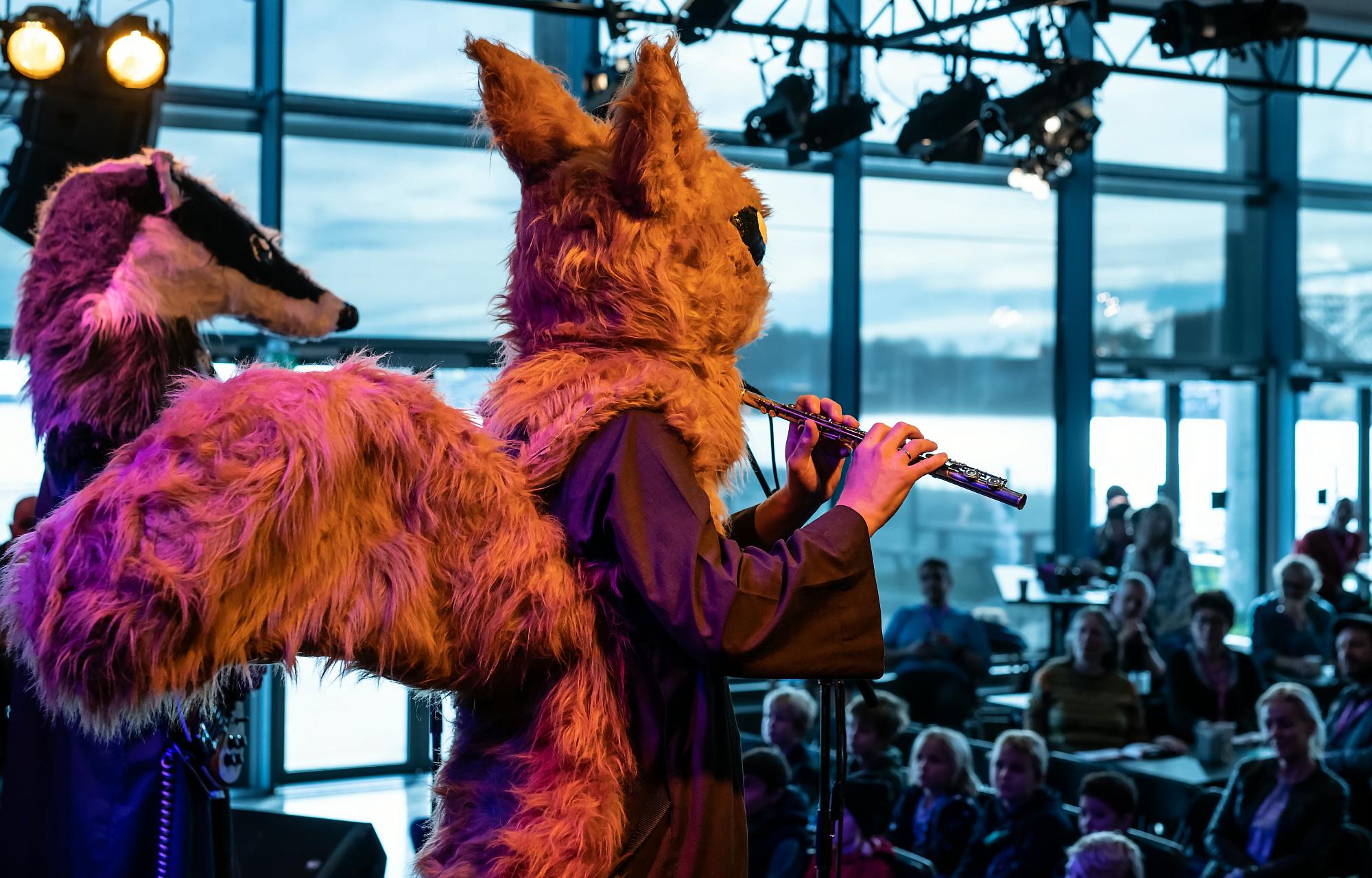 Grevling og ekorn fra bandet Tusmørke - bydyra begeistret mange med sin økoprogrock.