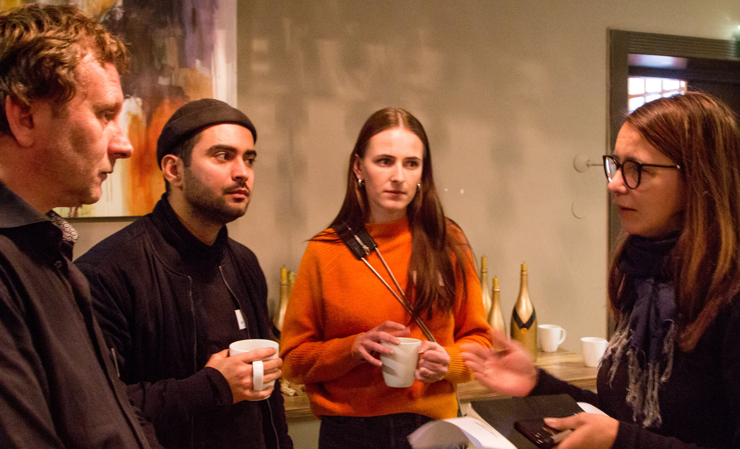 Produsent John Arvid Berger og medvirkende Mohammed Saleh og Barbro Bugge fra filmen Rekonstruksjon Utøya, i samtale med Hilde Kjos fra DKS i Akershus.