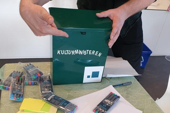 Innspillene samles i medbrakt postkasse