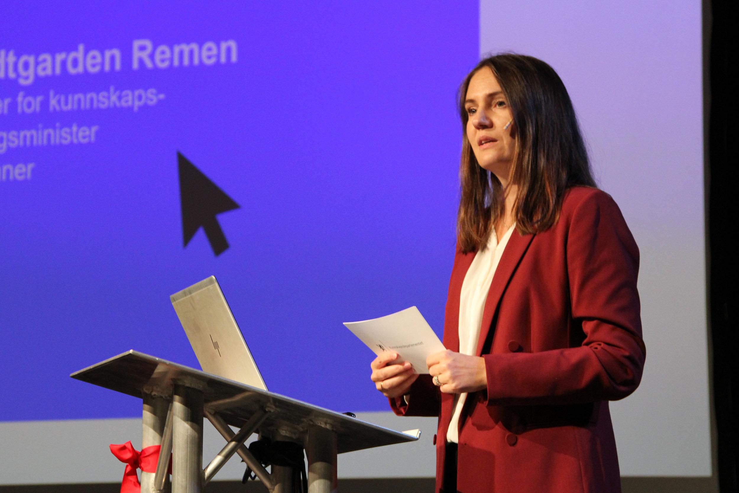 Julie Remen, stassekretær for kunnskapsminister Sanner, snakket om viktigheten av DKS i skolen oppdrag