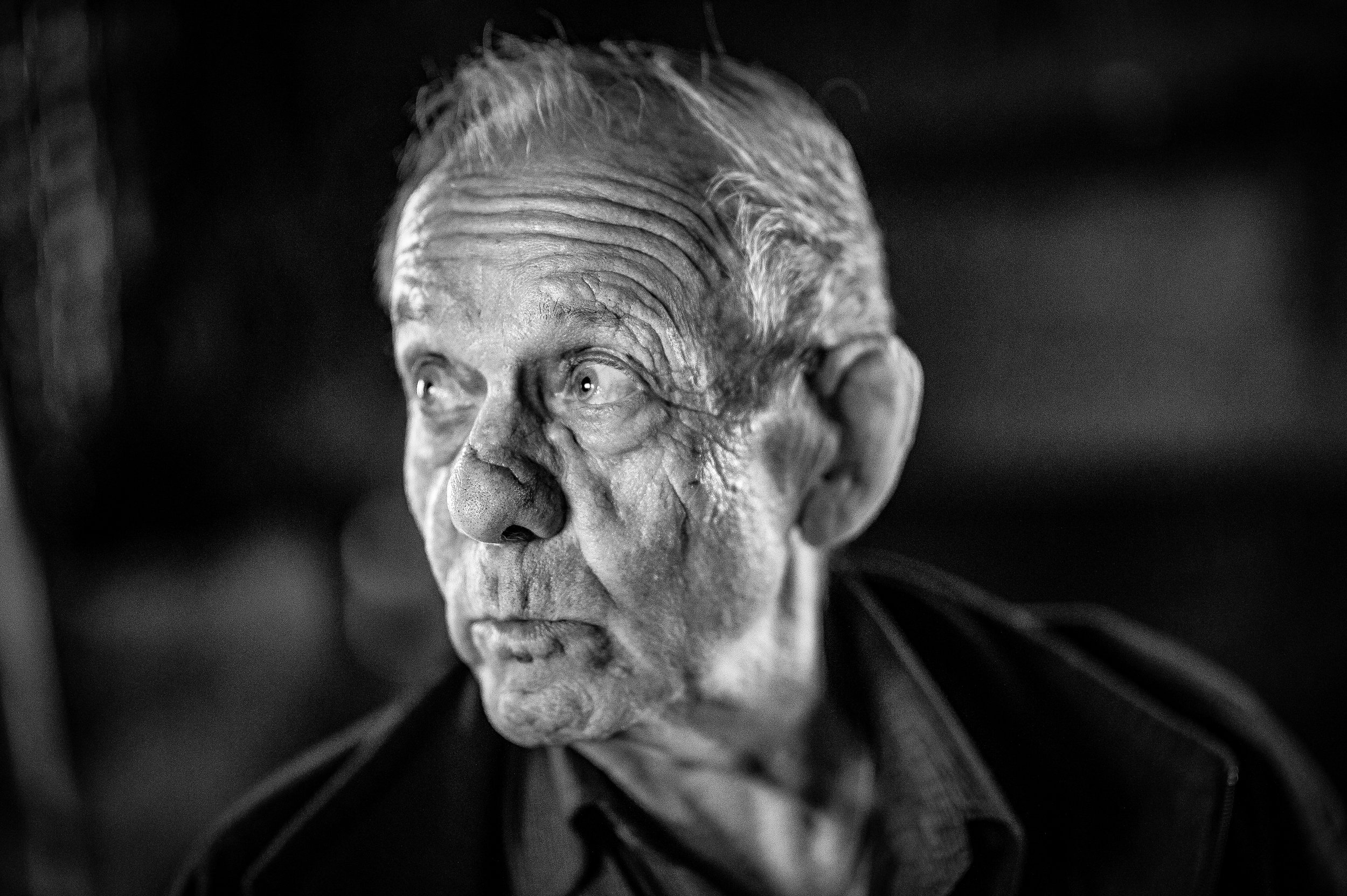 Portrait_Schwarzweiss_Fotografie- Bildniss_Dennis-Savini