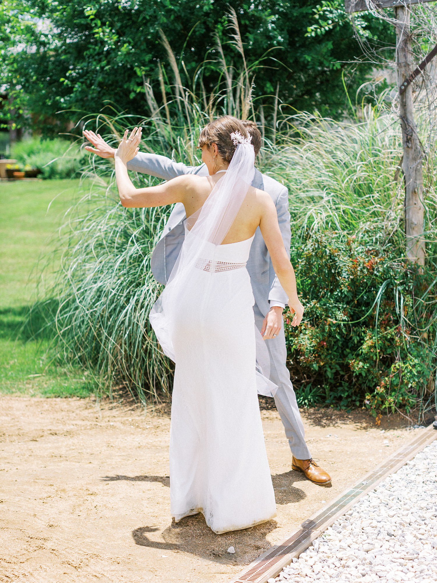 Romantic Summer Wedding Inspiration | Fort Worth Wedding Photographer | The Brooks at Weatherford